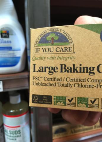 クッキーやパンなどを入れる袋と、ケーキなどのカップです。