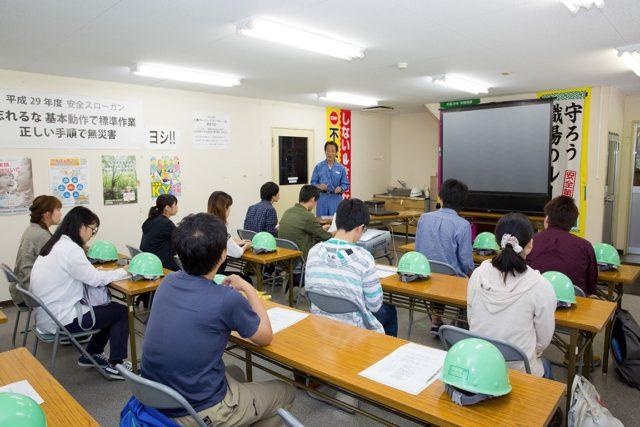 大学生を招いての環境教育の様子