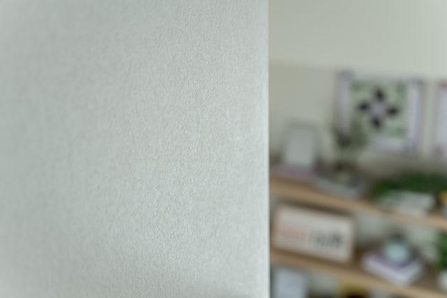 塗り壁のようなテイストの壁紙もFSC認証
